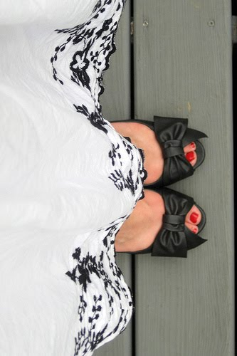 From Church To Wedding To Black Tie Event: Getting Dressy. A full skirt and black open toe pumps
