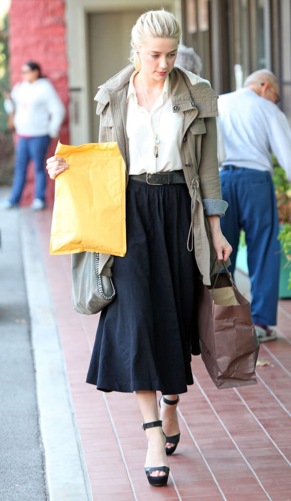 Beautiful, Feminine Style Running Errands & On the Go. Amber Heard, Los Angeles
