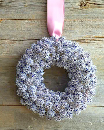 18 Classy, Natural Elements for Fabulous Fall Decor & Color. Sweet gum ball snowflake wreath.