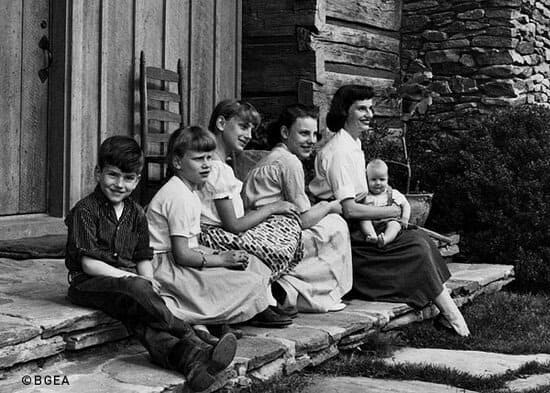 Ruth Graham and children