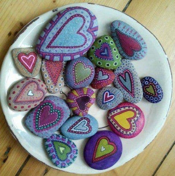 Painted Stones Paper Weights & Other Such Creations, mod podge, recipe, glue, art markers, herb markers, rocks, stones, pebbles, paper weights, creative art, stone fish, stone pets, stone family, rock art. decorative rocks, heart shaped rocks, pebbles, stones