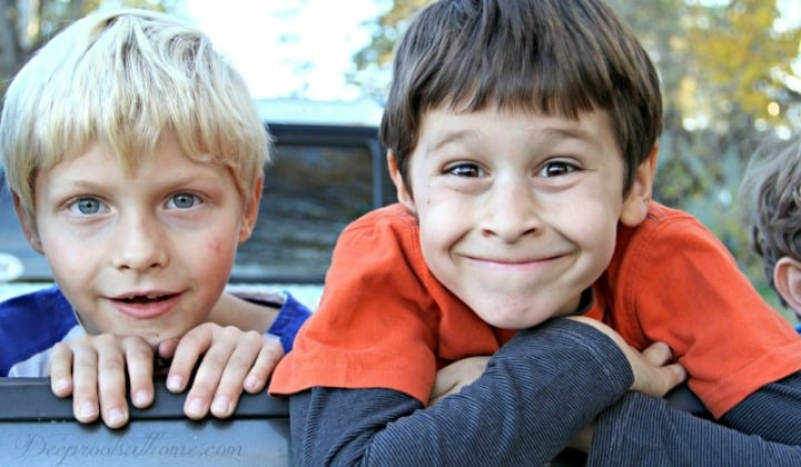 15 Proven Ways To Increase The Attention Span Of Boys, 2 happy, smiling young boys