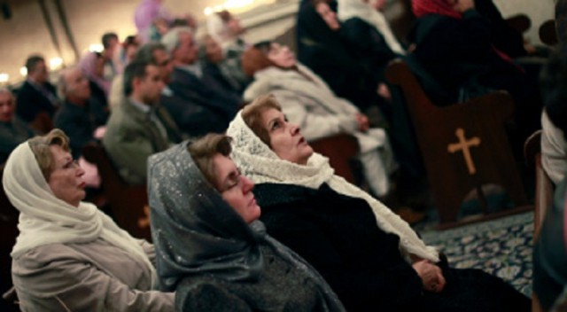 Women worshiping in Iran